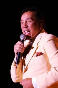 Smokey Robinson - Foto di Dwight McCann / Chumash Casino Resort tramite Wikimedia Commons